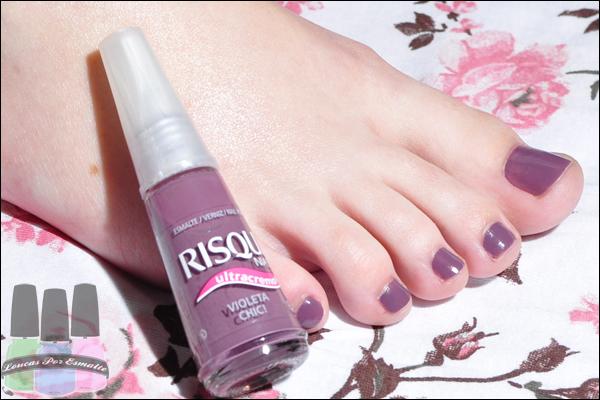 Violeta Chic Risqué Esmalte roxo pés