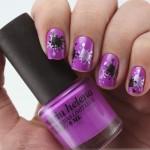 Splatter manicure com carimbo